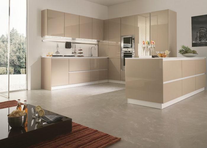 Impianti della cucina con idraulici muratori ed elettricisti