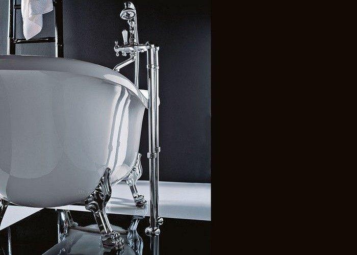 Vasca con piedini forse non solo in bagni classici a mestre venezia for Vasca da bagno classica