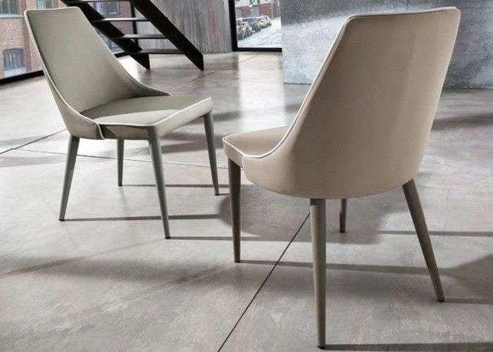 sedia in similpelle con bordo bianco