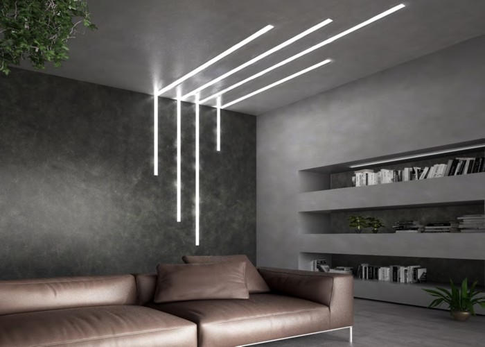 pareti in cartongesso con giochi di luce e libreria integrata